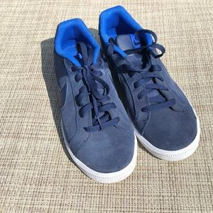 women's sz 9 suede Nike's (court royale style)